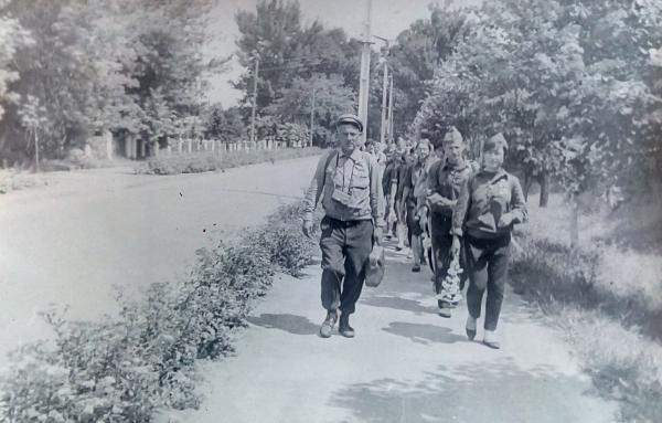Загін Юний Краєзнавець на чолі з В.Ф Покотилом перед походом